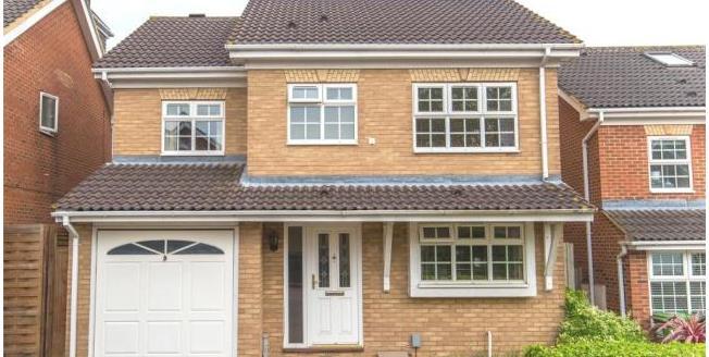 Asking Price £619,995, 4 Bedroom Detached House For Sale in Hertfordshire, EN7