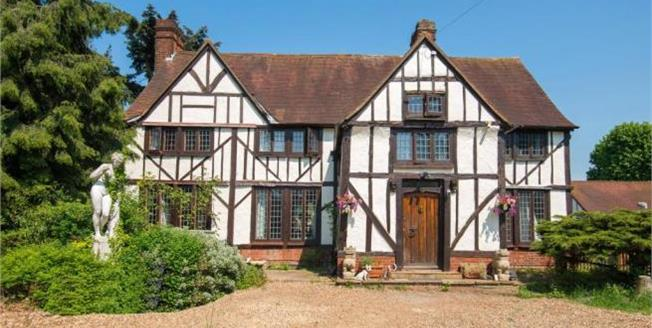 Asking Price £1,425,000, Detached House For Sale in Hertfordshire, EN7