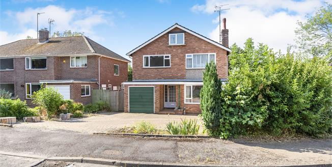 Guide Price £500,000, 4 Bedroom Detached House For Sale in Charlton Kings, GL53