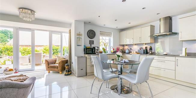Guide Price £725,000, 5 Bedroom Detached House For Sale in Washington, RH20