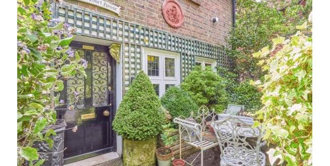 Asking Price £525,000, 2 Bedroom House For Sale in Steyning, BN44
