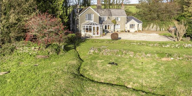 Guide Price £650,000, 5 Bedroom Detached House For Sale in Tavistock, PL19
