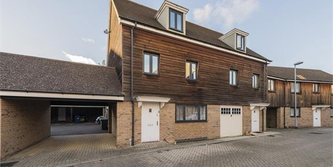 Guide Price £575,000, 5 Bedroom Semi Detached House For Sale in Cambridge, CB4