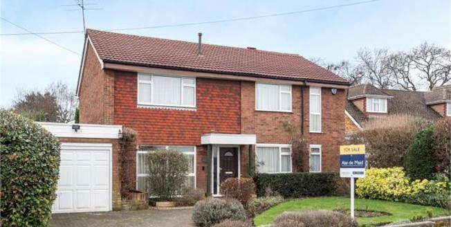 Asking Price £800,000, 4 Bedroom Detached House For Sale in Petts Wood, BR5