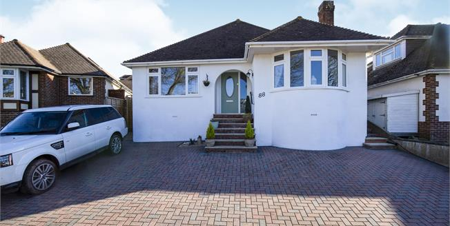 Guide Price £600,000, 3 Bedroom Bungalow For Sale in Saltdean, BN2