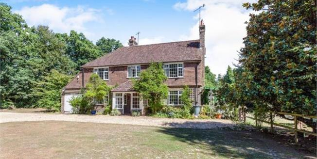 Asking Price £900,000, 3 Bedroom Detached House For Sale in Copthorne, RH10