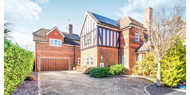 Guide Price £1,100,000, 5 Bedroom Detached House For Sale in Bracknell, RG12