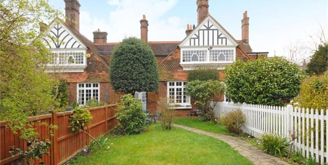 Guide Price £700,000, 3 Bedroom Semi Detached House For Sale in Chislehurst, BR7