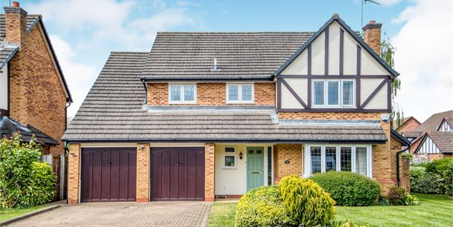 Guide Price £750,000, 5 Bedroom Detached House For Sale in Leamington Spa, CV32
