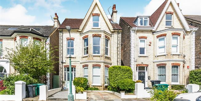 Guide Price £600,000, 2 Bedroom Flat For Sale in East Sussex, BN3