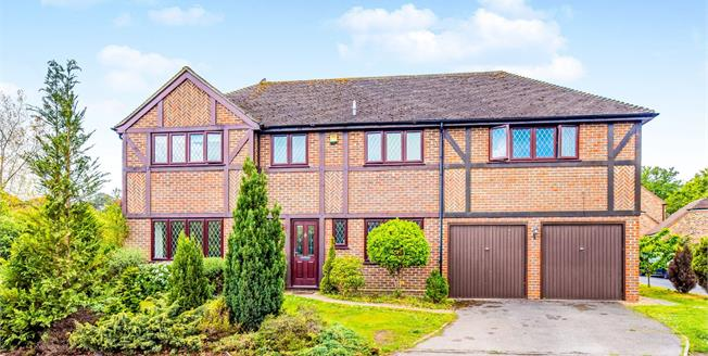 Asking Price £765,000, 5 Bedroom Detached House For Sale in Lightwater, GU18