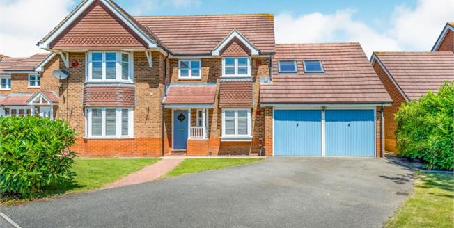Guide Price £625,000, 4 Bedroom Detached House For Sale in West Sussex, RH20