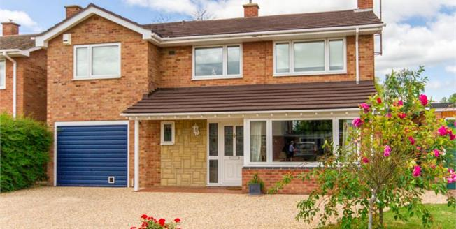 Guide Price £500,000, 4 Bedroom Detached House For Sale in Cottenham, CB24