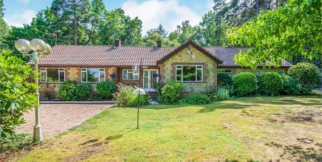 Guide Price £675,000, 3 Bedroom Bungalow For Sale in West Sussex, RH20