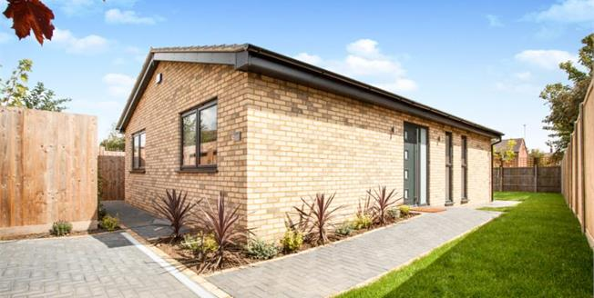 Asking Price £425,000, Bungalow For Sale in Cambridgeshire, CB4