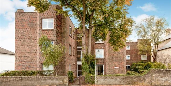 Asking Price £395,000, 2 Bedroom Flat For Sale in Cambridge, CB3