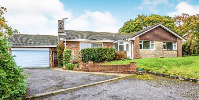 Guide Price £600,000, 3 Bedroom Bungalow For Sale in Storrington, RH20