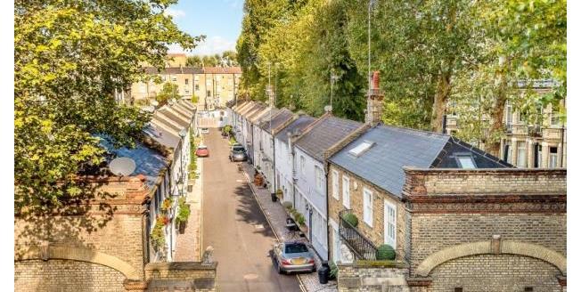 Asking Price £1,850,000, 2 Bedroom Maisonette For Sale in London, SW3