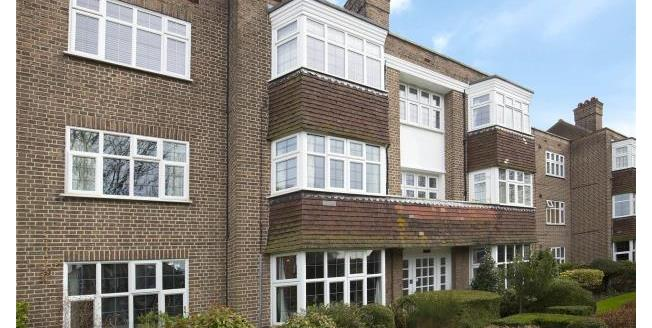 Guide Price £449,950, 2 Bedroom Apartment For Sale in Esher, KT10