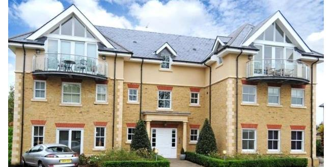 Guide Price £549,950, 2 Bedroom Apartment For Sale in Surrey, KT10