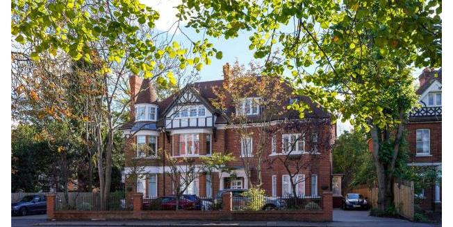 Guide Price £675,000, 2 Bedroom Apartment For Sale in Surrey, KT8
