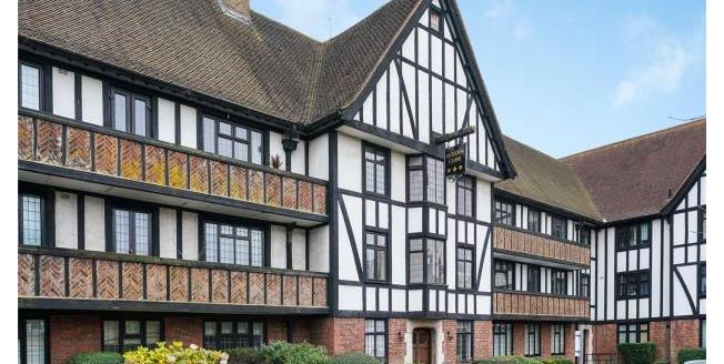 Guide Price £325,000, 1 Bedroom Apartment For Sale in Esher, KT10
