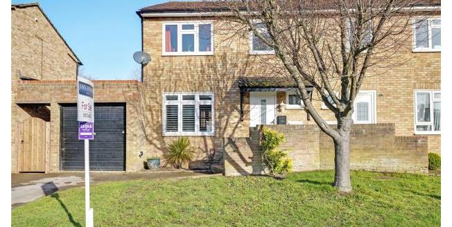 Guide Price £495,000, 3 Bedroom Semi Detached House For Sale in Esher, KT10