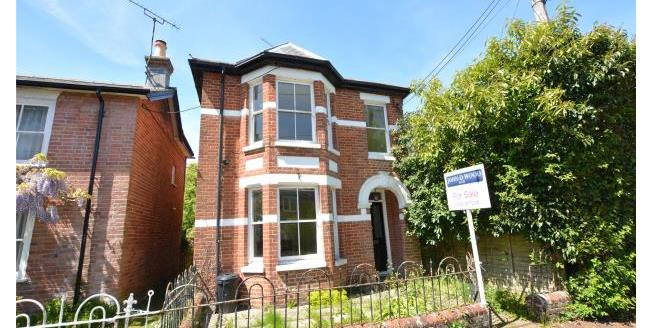 Guide Price £489,000, 3 Bedroom Detached House For Sale in Lyndhurst, SO43