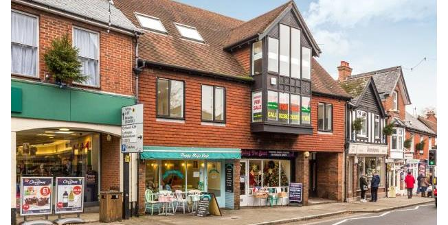 Guide Price £215,000, 2 Bedroom Apartment For Sale in Lyndhurst, SO43