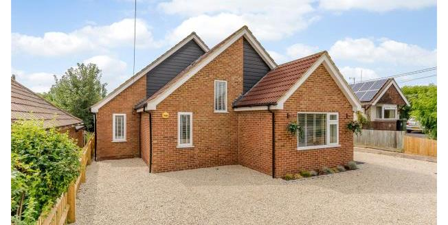 Guide Price £650,000, 4 Bedroom Detached Bungalow For Sale in East Hagbourne, OX11