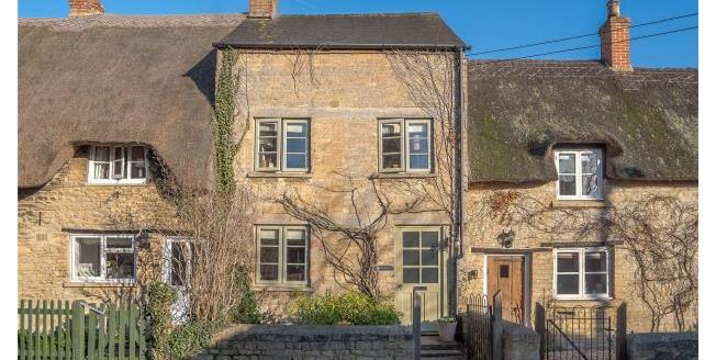 Guide Price £495,000, 4 Bedroom Terraced House For Sale in Bampton, OX18