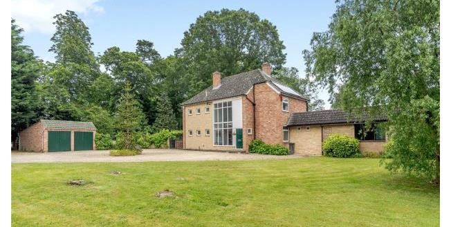 Guide Price £950,000, 4 Bedroom Detached House For Sale in OX14