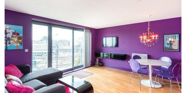 Asking Price £700,000, 2 Bedroom Apartment For Sale in NW1