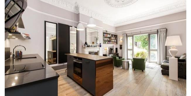 Asking Price £1,250,000, 2 Bedroom Apartment For Sale in NW3