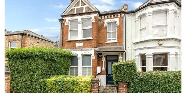 Asking Price £590,000, 2 Bedroom Apartment For Sale in SW18