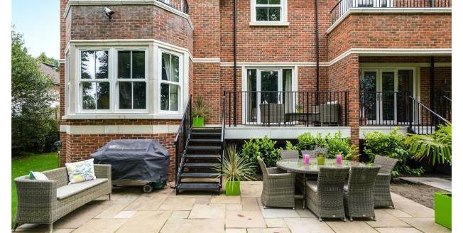 Guide Price £925,000, 2 Bedroom Apartment For Sale in Surrey, KT13