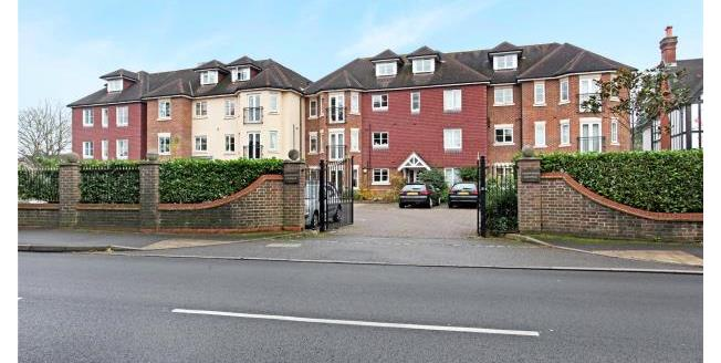 Guide Price £400,000, 2 Bedroom Apartment For Sale in Surrey, KT13