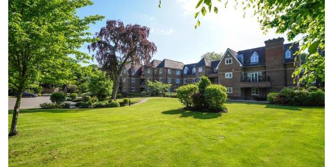 Asking Price £600,000, 3 Bedroom Apartment For Sale in Surrey, KT13