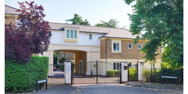 Guide Price £465,000, 2 Bedroom Apartment For Sale in Weybridge, KT13