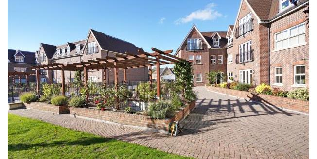 Guide Price £315,000, 1 Bedroom Apartment For Sale in Surrey, KT13