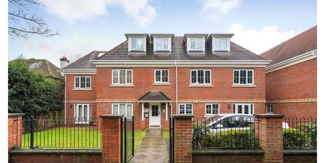 Asking Price £300,000, 2 Bedroom Apartment For Sale in Surrey, KT15