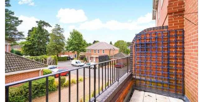 Asking Price £365,000, 2 Bedroom Apartment For Sale in Surrey, KT13