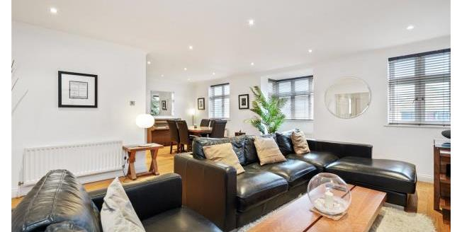 Guide Price £550,000, 2 Bedroom Apartment For Sale in Surrey, KT13