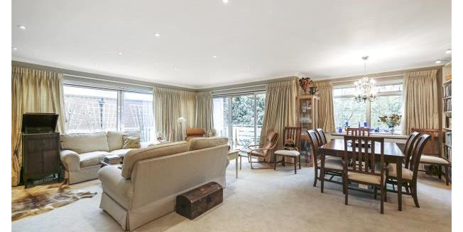 Asking Price £549,950, 2 Bedroom Apartment For Sale in Surrey, KT13