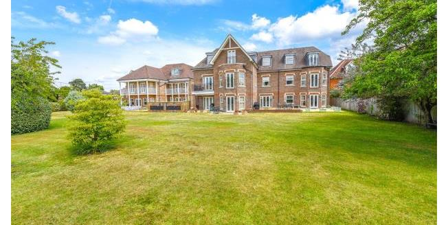 Guide Price £549,950, 2 Bedroom Apartment For Sale in Surrey, KT13