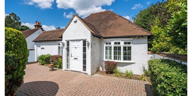 Asking Price £899,950, 3 Bedroom Detached House For Sale in Surrey, KT13