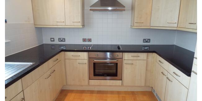 £1,100 per Calendar Month, 2 Bedroom Flat To Rent in Tonbridge, TN9