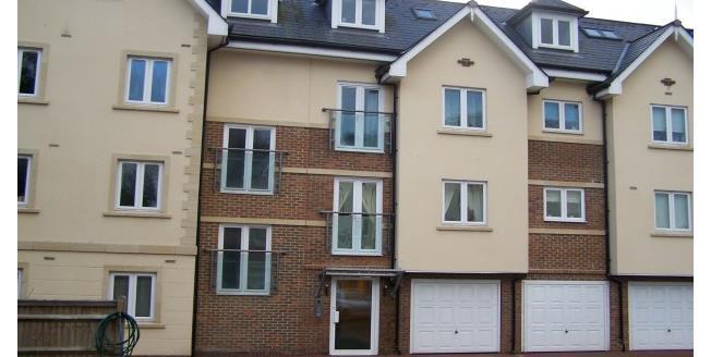 £1,075 per Calendar Month, 2 Bedroom Flat To Rent in Haywards Heath, RH16