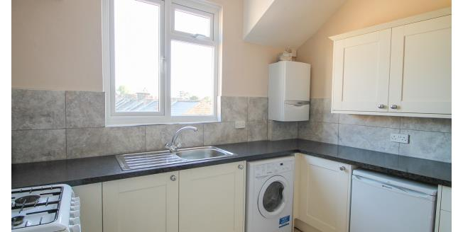 £1,050 per Calendar Month, 2 Bedroom Flat To Rent in Bromley, BR2