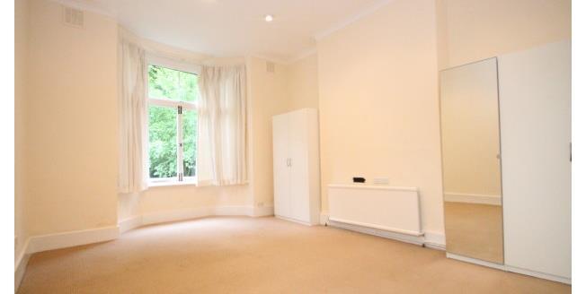 £1,000 per Calendar Month, 1 Bedroom Flat To Rent in Chislehurst, BR7